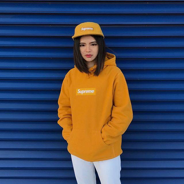 Feifei - cô nàng 20 tuổi được bố mẹ cho hơn 200 triệu đồng/tháng chỉ để mua đồ streetwear - Ảnh 1.