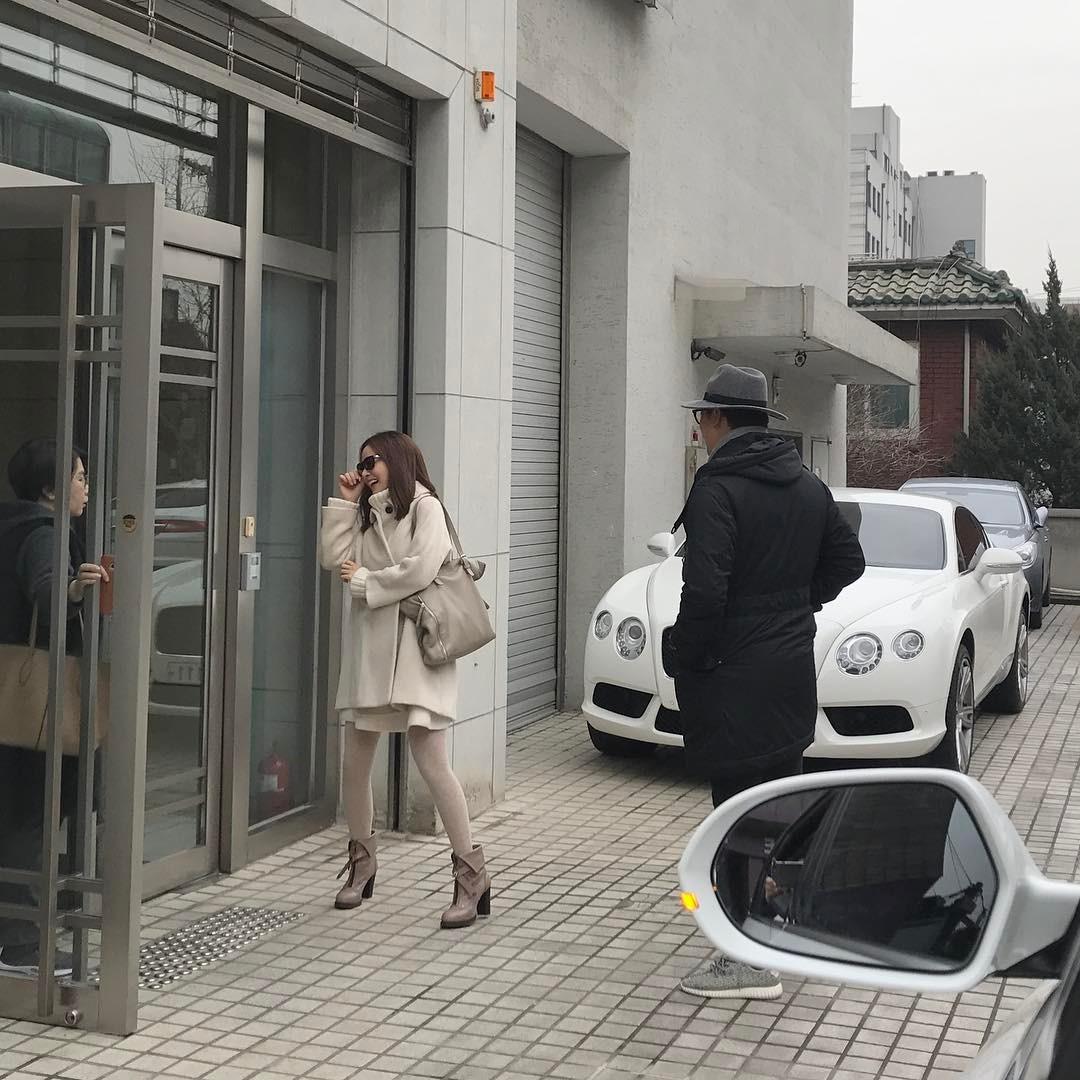 Sao Hàn: Ca sĩ Bi Rain sắm biệt thự hơn 100 tỉ để đón vợ Kim Tae Hee về ở riêng