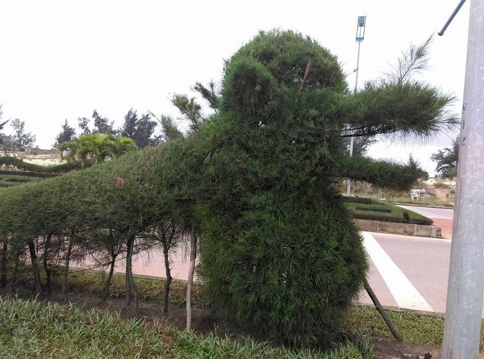 Những con rồng trang trí Tết có hình dáng kì lạ gây tranh cãi