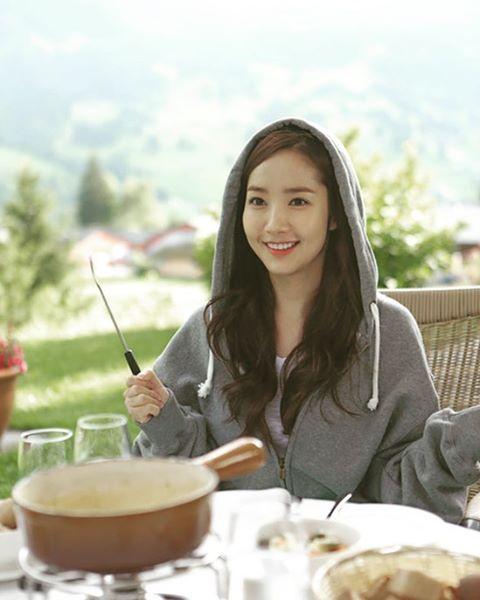 Nữ hoàng dao kéo Park Min Young đẹp động lòng người trong ảnh du lịch Thụy Sĩ - Ảnh 3.