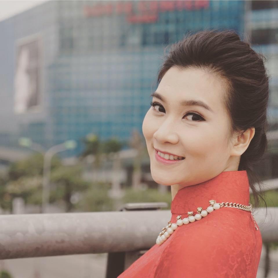 Truy tìm 'thân thế' nữ biên tập viên xinh đẹp mới của bản tin thời sự VTV1