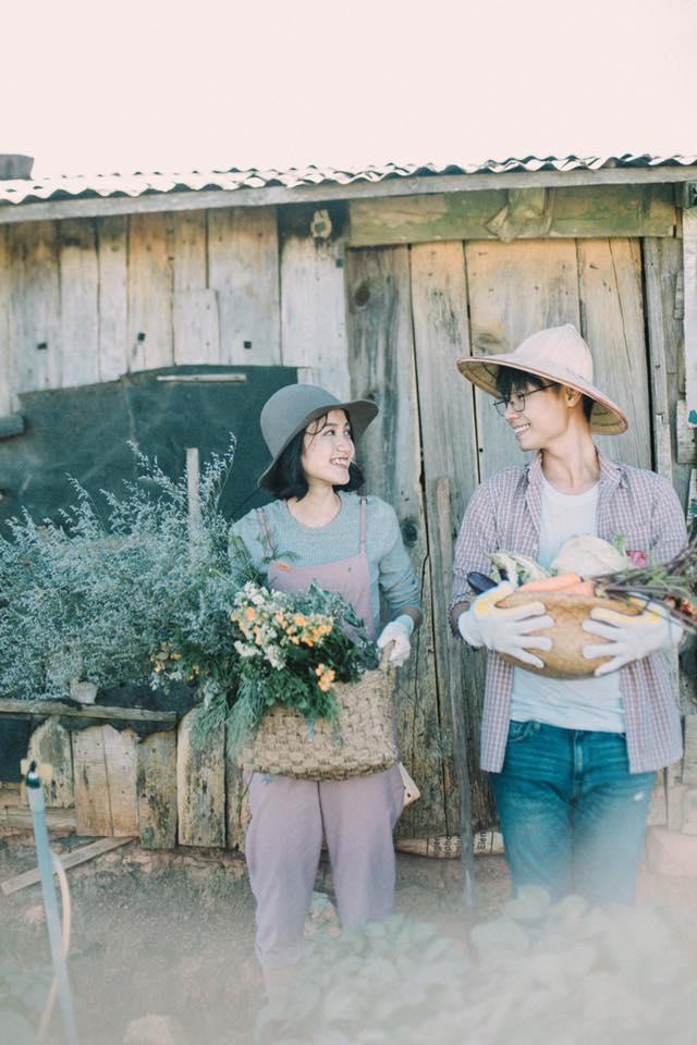Chỉ cần yêu nhau thật nhiều thì ảnh cưới chụp ở... vườn rau cũng khiến người ta xuýt xoa - Ảnh 16.