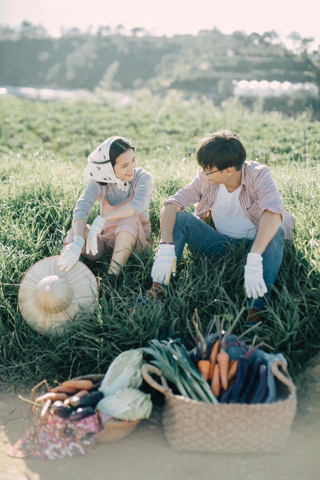 Chỉ cần yêu nhau thật nhiều thì ảnh cưới chụp ở... vườn rau cũng khiến người ta xuýt xoa - Ảnh 21.