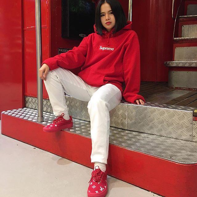 Feifei - cô nàng 20 tuổi được bố mẹ cho hơn 200 triệu đồng/tháng chỉ để mua đồ streetwear - Ảnh 18.
