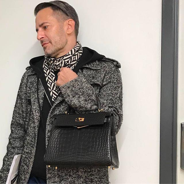 Mặc áo lông hồng xách túi Birkin, cả làng thiết kế đâu ai bì nổi Marc Jacobs! - Ảnh 2.