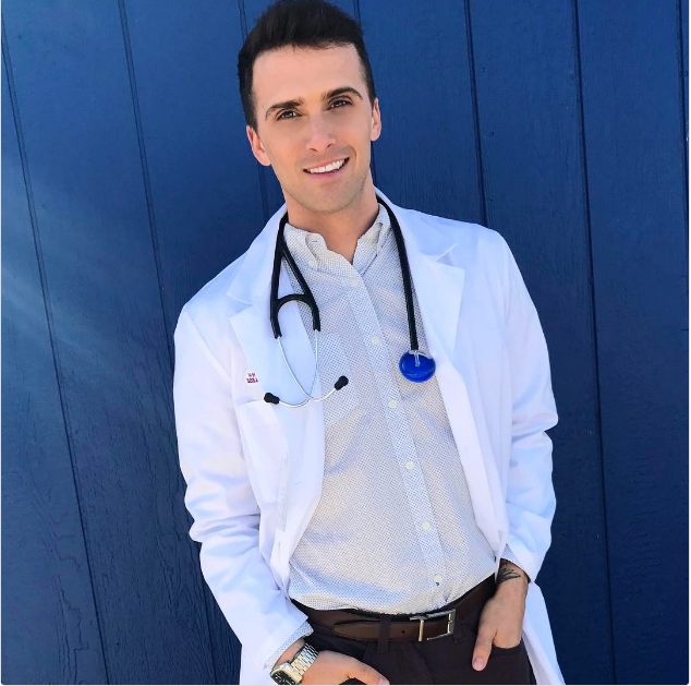 Người mẫu, diễn viên đẹp trai đã là gì; giờ mốt phải là nam bác sĩ, y tá đẹp đến rụng rời - Ảnh 11.