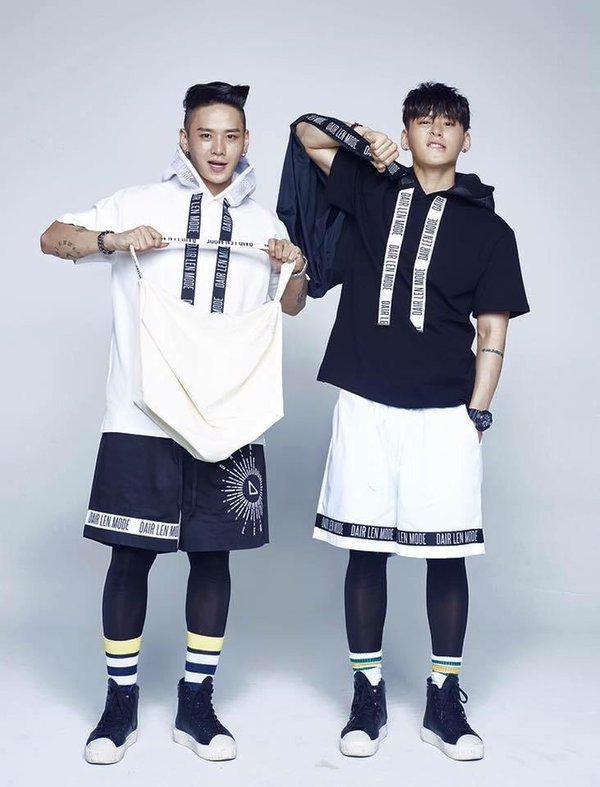 Netizen phát sốt trước cặp sinh đôi 6 múi nhảy phụ họa cho gà nhà YG - ảnh 9