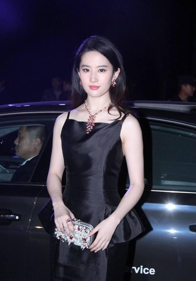 Sao Hoa Ngữ: Lưu Diệc Phi chứng minh nhan sắc và phong thái đỉnh cao qua loạt ảnh chưa photoshop