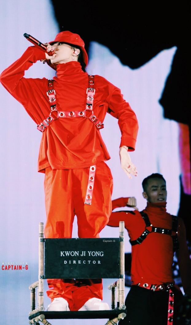 Loạt ảnh siêu ảo từ concert G-Dragon: Lúc chất phát ngất, lúc cười tít mắt, áo trễ hở ti - Ảnh 16.