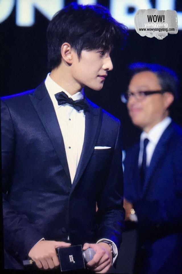 Góc nghiêng lịch lãm chuẩn soái ca, trai đẹp Dương Dương khiến trái tim fan nữ rung rinh - Ảnh 6.