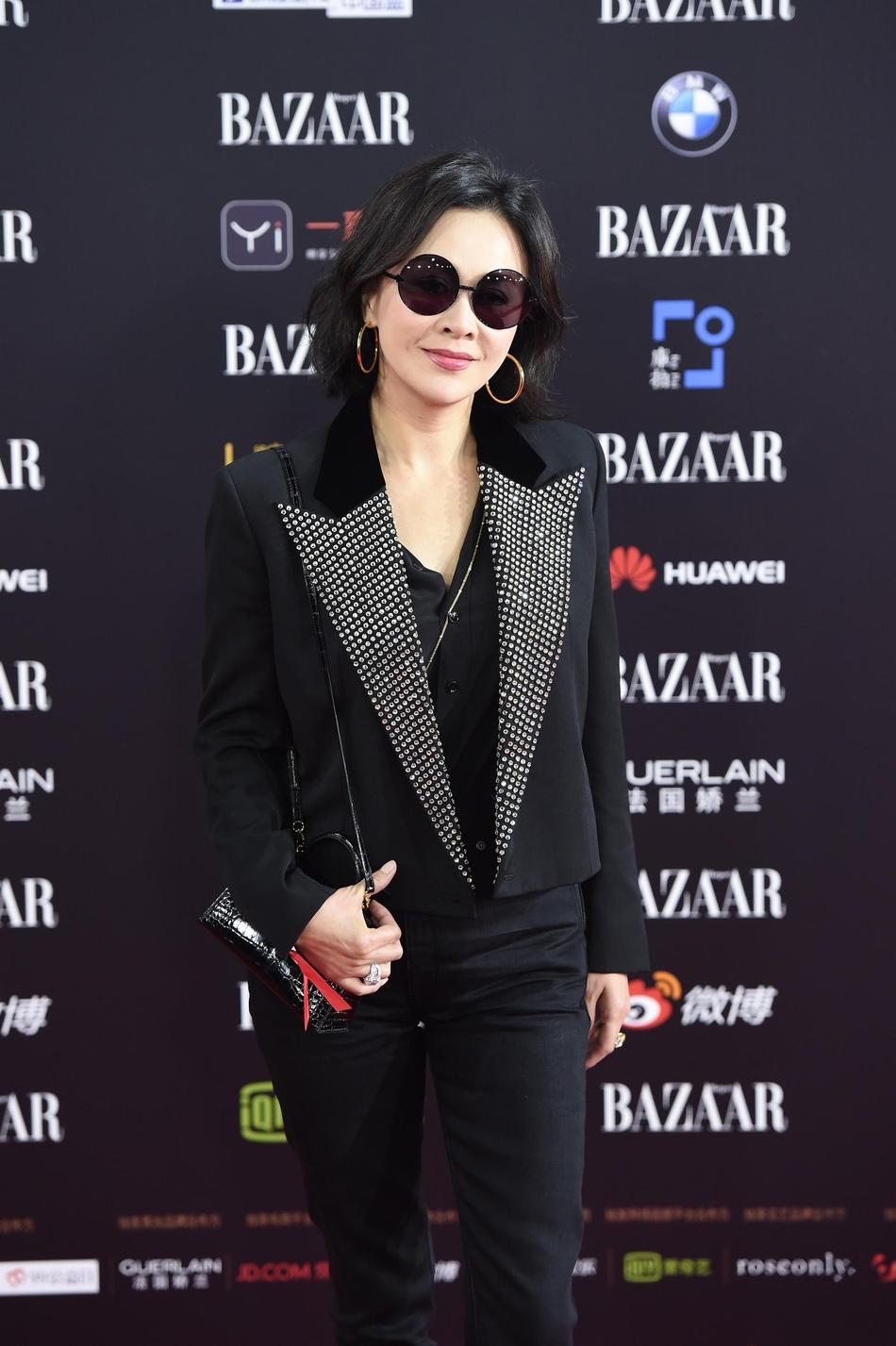 Thảm đỏ Harper's Bazaar: Hoắc Kiến Hoa ôm eo Lâm Tâm Như tình tứ và cuộc chiến nhan sắc gay cấn giữa các nữ thần hạng A Cbiz