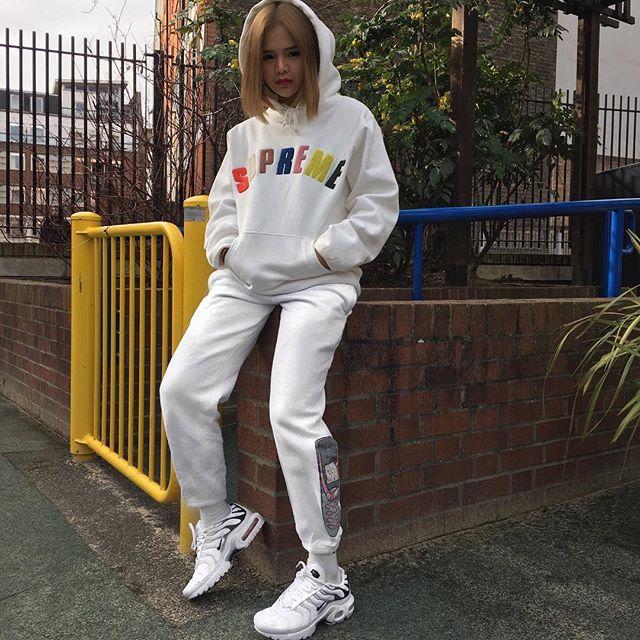 Feifei - cô nàng 20 tuổi được bố mẹ cho hơn 200 triệu đồng/tháng chỉ để mua đồ streetwear - Ảnh 22.