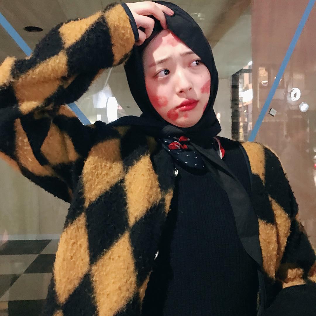 Sao Hàn: Chia tay Choiza, Sulli vẫn vui vẻ và xõa hết mình trong hộp đêm