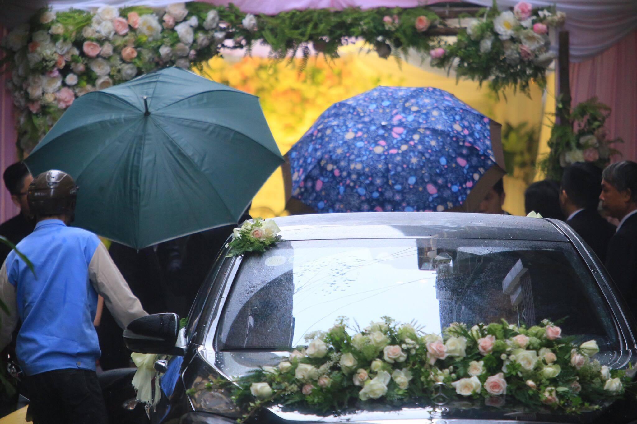 Sao Việt: Á hậu Hoàng Anh tất bật chuẩn bị cho Lễ vu quy sáng nay
