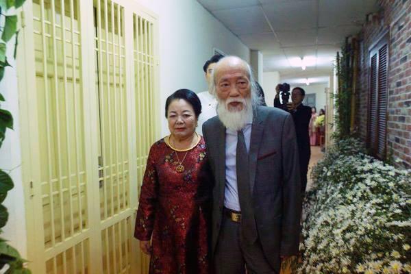 Cách vợ chồng thầy Văn Như Cương ở bên nhau trong những phút yếu mệt: 80 tuổi thì tình yêu cũng vẫn mãi xanh! - Ảnh 5.