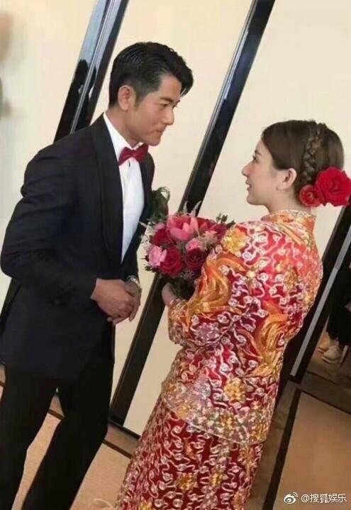 Cuối cùng cô dâu hotgirl đã xuất hiện, Quách Phú Thành nghẹn ngào xúc động trong hôn lễ - Ảnh 3.