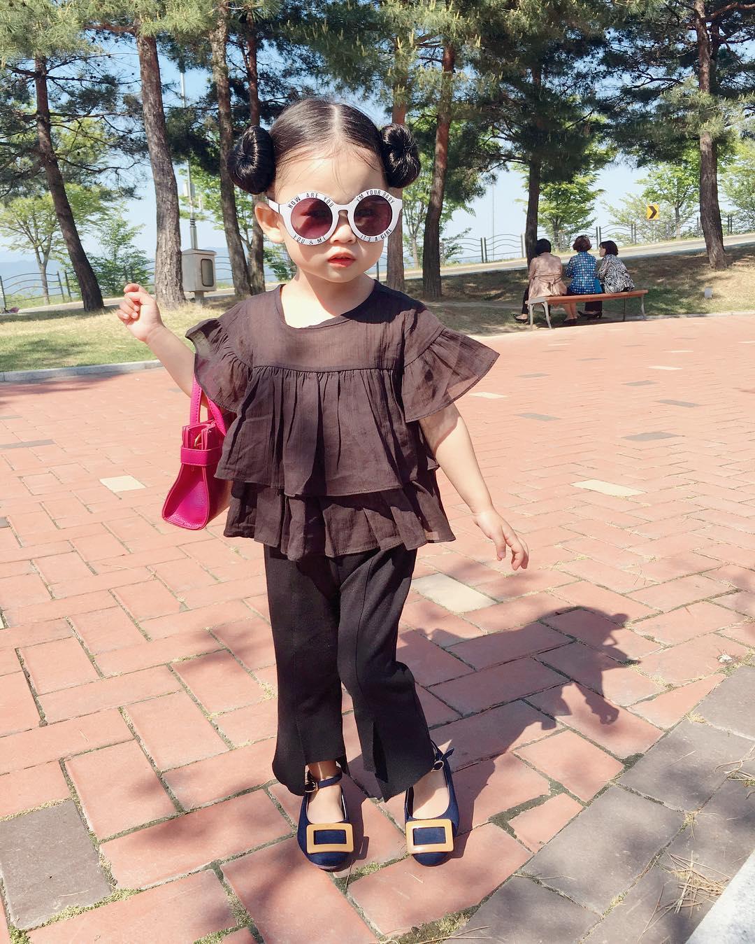 Mẹo nuôi con: Danh tính nhóc tì khiến cộng đồng mạng Việt Nam điên đảo vì phong cách thời trang 'chất phát ngất'