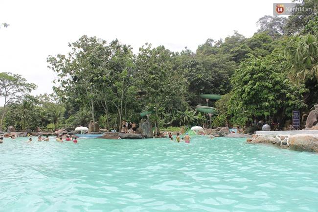 Hà Nội: Clip bé trai đuối nước ở bể bơi, hàng trăm người nhưng không ai nhận ra - Ảnh 3.