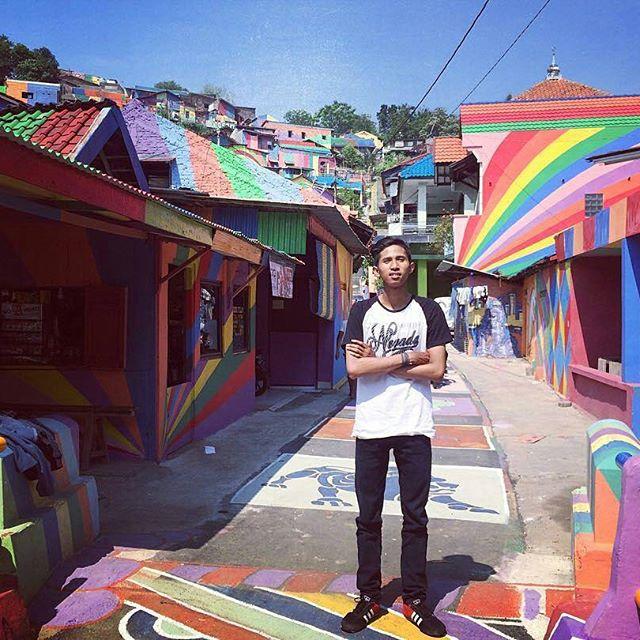 Cận cảnh Làng Cầu Vồng đang gây bão Instagram: Ngập tràn sắc màu tha hồ sống ảo, và rất gần Việt Nam đấy! - Ảnh 8.