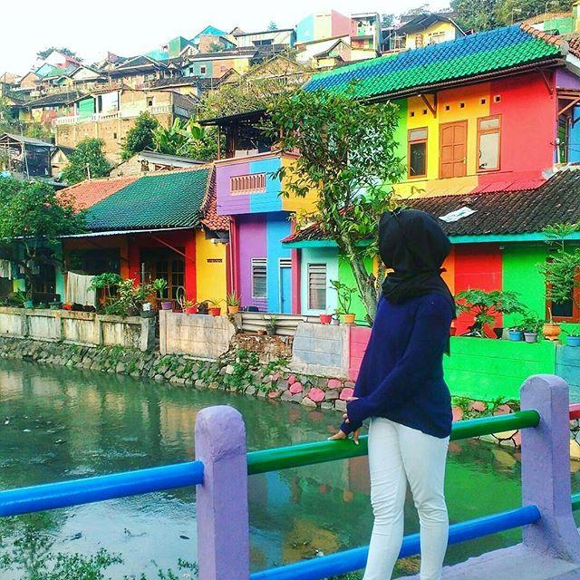 Cận cảnh Làng Cầu Vồng đang gây bão Instagram: Ngập tràn sắc màu tha hồ sống ảo, và rất gần Việt Nam đấy! - Ảnh 6.