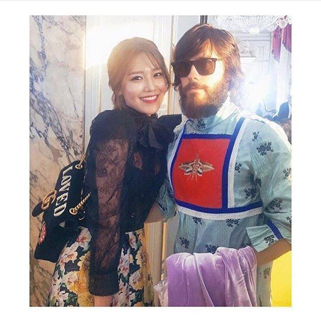 Dự show Gucci, Sooyoung (SNSD) không bị lọt thỏm giữa dàn sao quốc tế nhờ mặc sexy - Ảnh 4.