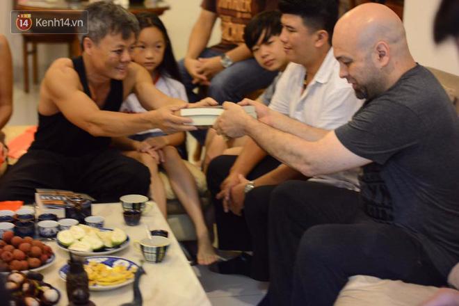 Cao thủ Vịnh Xuân Flores đến tận nhà, tặng quà cho võ sư Đoàn Bảo Châu - Ảnh 10.