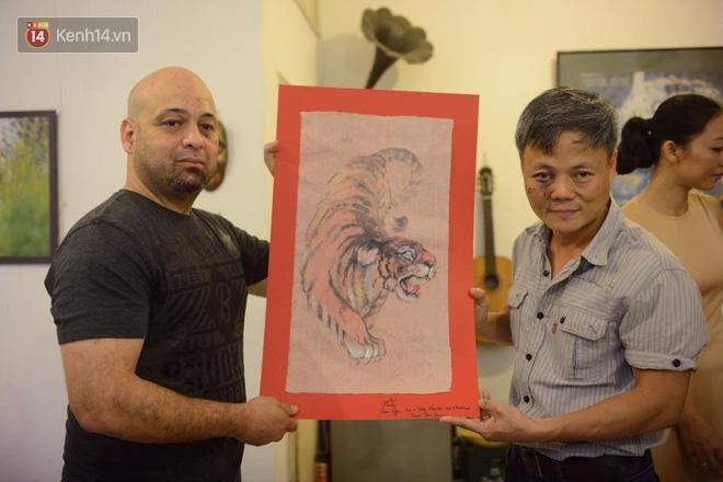 Cao thủ Vịnh Xuân Flores đến tận nhà, tặng quà cho võ sư Đoàn Bảo Châu - Ảnh 1.