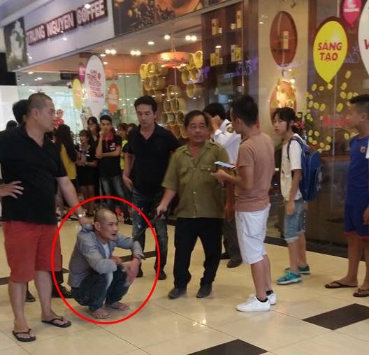 Chân dung nghi phạm dâm ô thiếu nữ 15 tuổi tại trung tâm thương mại ở Hà Nội - Ảnh 2.