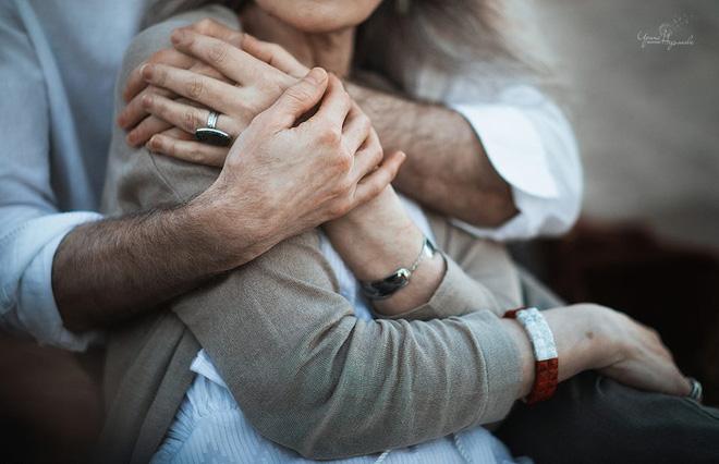 Cư dân mạng xuýt xoa với bộ ảnh Tình yêu vượt thời gian của cặp vợ chồng già - Ảnh 3.