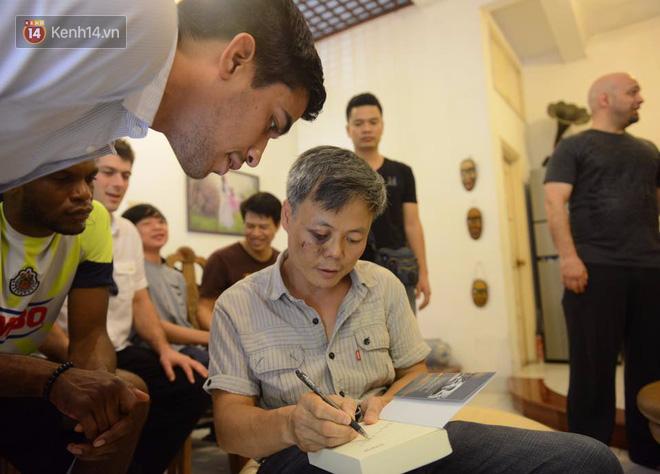 Cao thủ Vịnh Xuân Flores đến tận nhà, tặng quà cho võ sư Đoàn Bảo Châu - Ảnh 9.