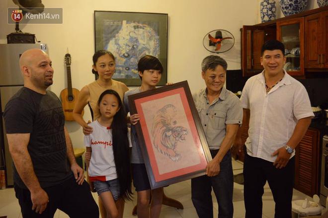 Cao thủ Vịnh Xuân Flores đến tận nhà, tặng quà cho võ sư Đoàn Bảo Châu - Ảnh 8.