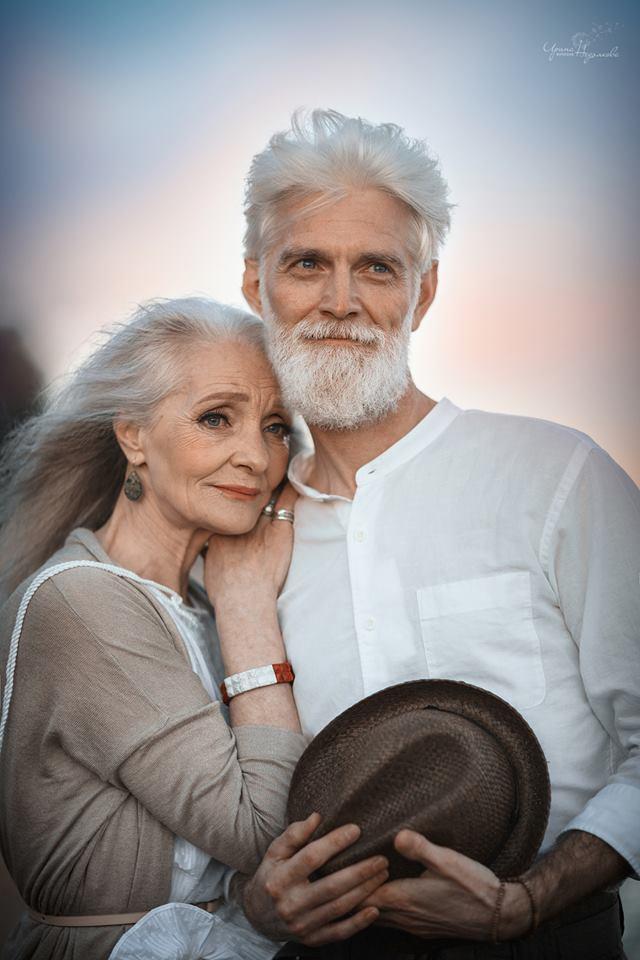 Cư dân mạng xuýt xoa với bộ ảnh Tình yêu vượt thời gian của cặp vợ chồng già - Ảnh 1.