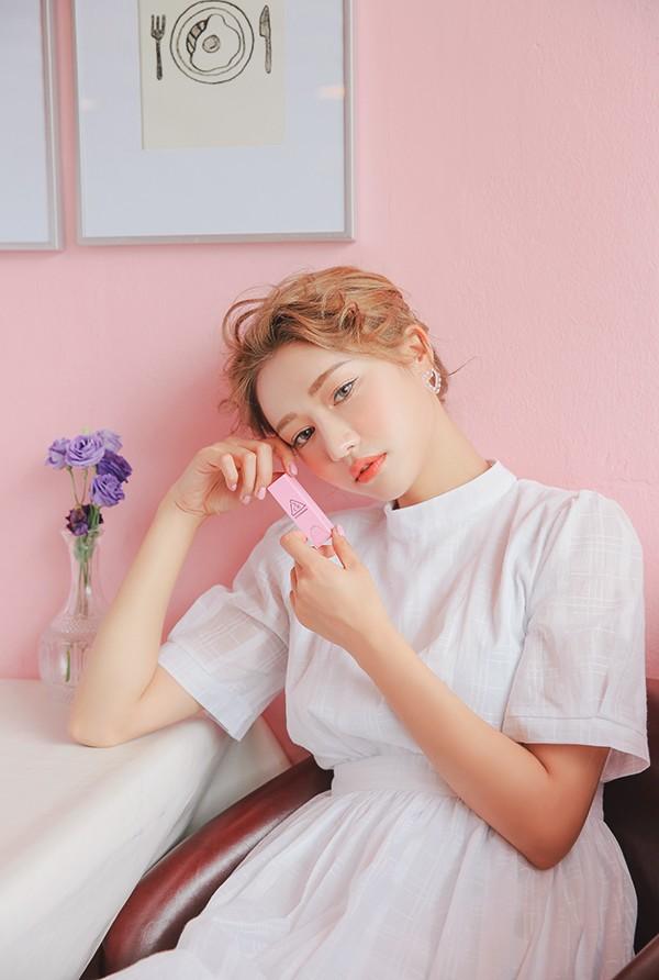 Mùa hè là phải diện son cam: 5 thỏi son Hàn Quốc mới ra giá từ 180 nghìn cho các nàng xúng xính hè này - Ảnh 1.