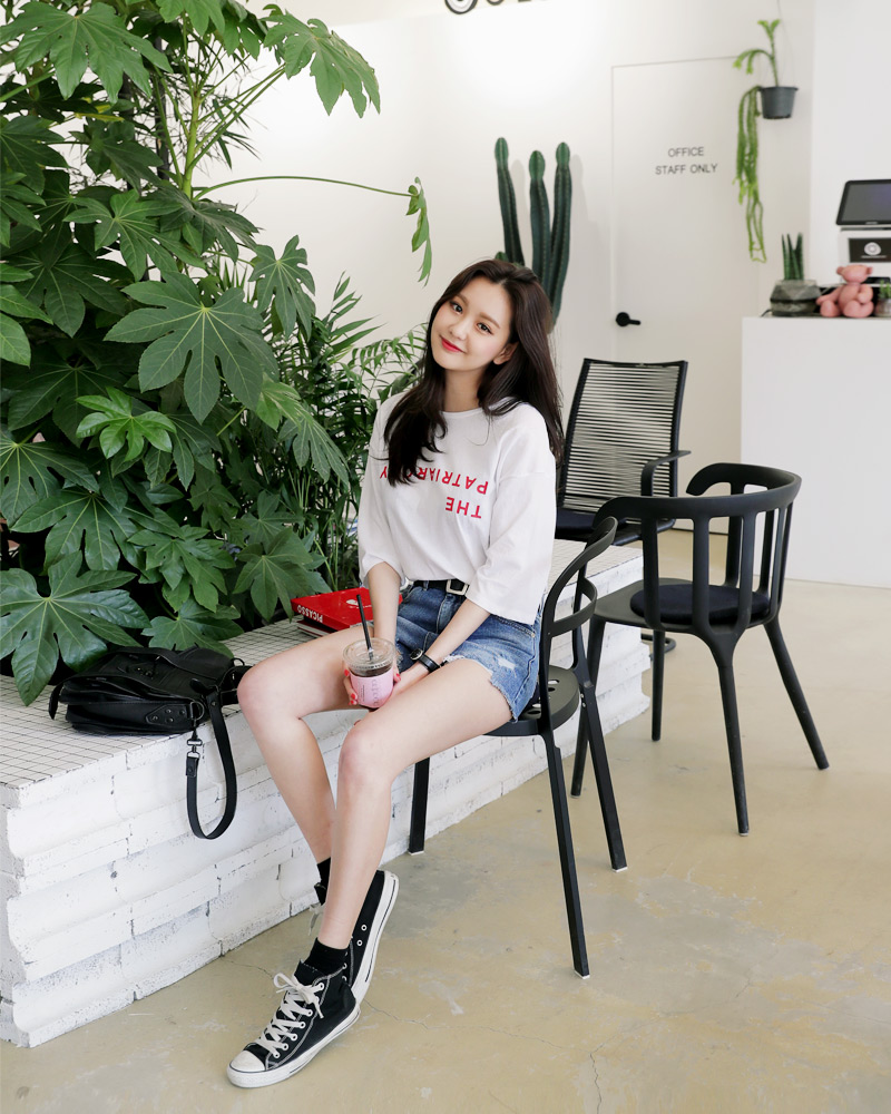 Thời trang: Mùa hè nhất định phải mặc jean shorts rồi, mix thế nào cũng đẹp ngất ngây thế này kia mà!