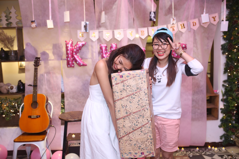 Lan Khuê khóc nấc khi được fan tạo bất ngờ, bí mật tổ chức sinh nhật