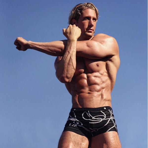 Vận động viên thể hình gây sốt với cơ bắp cuồn cuộn và gương mặt đẹp như tài tử - Ảnh 4.