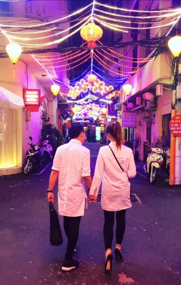 Các cặp đôi Vbiz thi nhau tra tấn dân FA bởi những câu chuyện tình yêu cực lãng mạn trong ngày Valentine - Ảnh 1.