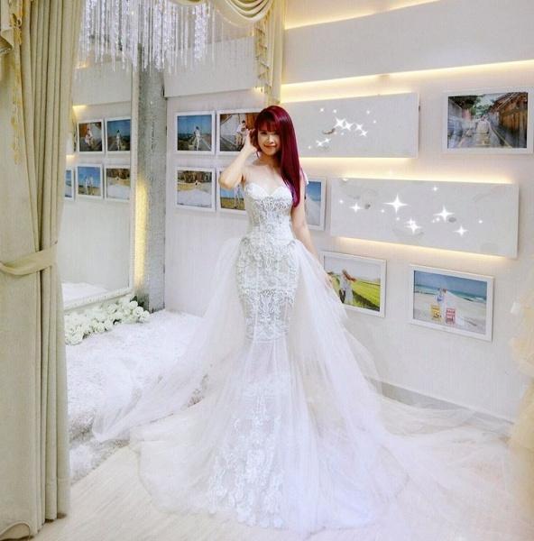 Khởi My được khen hết lời khi diện bộ váy cưới đính 8000 viên pha lê - Ảnh 2.