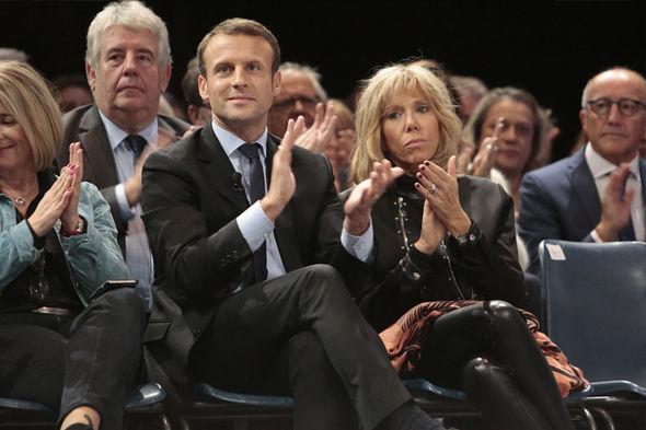 Ngôn ngữ cơ thể nói gì về tân Tổng thống trẻ nhất lịch sử Pháp và người vợ hơn 25 tuổi của mình? - Ảnh 2.