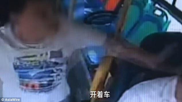 Không được dừng đỗ theo ý muốn, nam hành khách đánh đập dã man vị tài xế xe buýt - ảnh 2