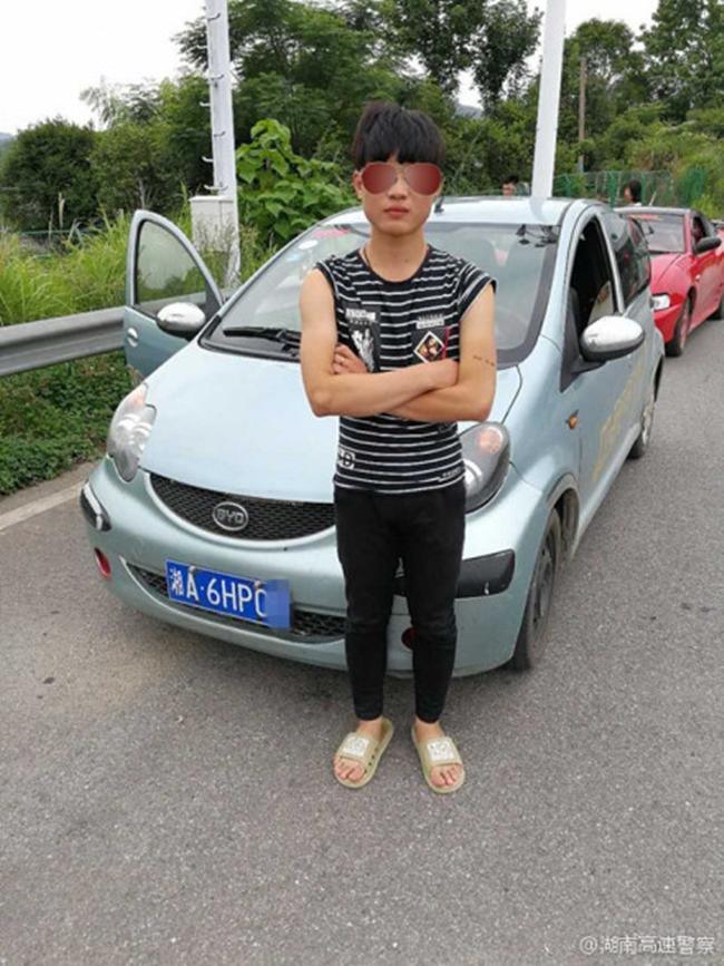 """Trung Quốc: 2 """"dân chơi nhí"""" lấy ô tô chở bạn gái đi hóng gió và cái kết đắng - Ảnh 2"""