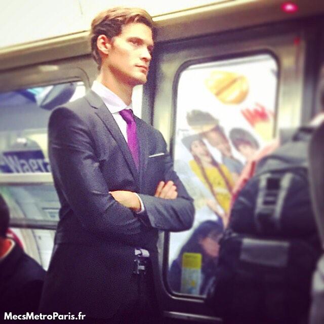 Chùm ảnh chứng minh hóa ra tàu điện ngầm mới thực sự là thiên đường trai đẹp - Ảnh 17.
