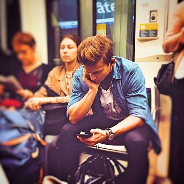 Chùm ảnh chứng minh hóa ra tàu điện ngầm mới thực sự là thiên đường trai đẹp - Ảnh 35.