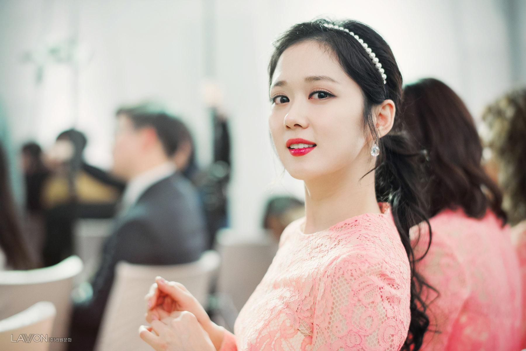 Sao Hàn: Đâu cần V-line làm gì, ngắm những mỹ nhân mặt tròn - cằm chẻ này xem, họ vẫn đẹp đến ngẩn ngơ đấy thôi!