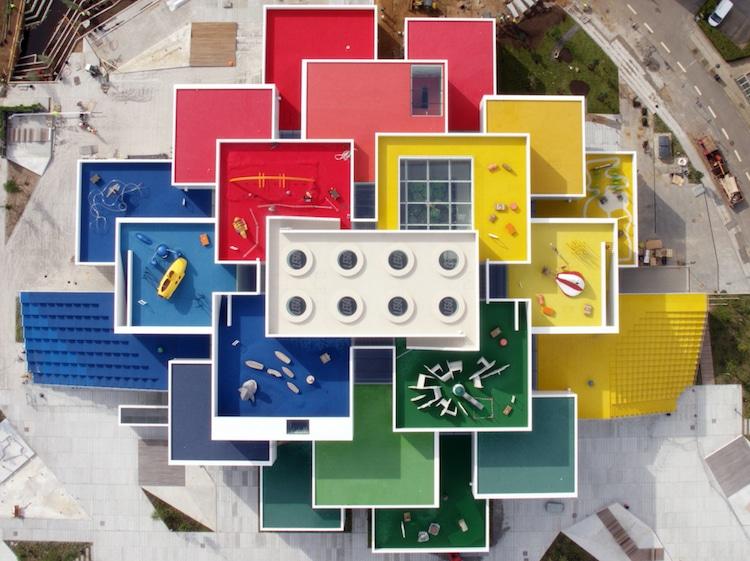 Ghé thăm căn nhà đồ chơi LEGO chóe lọe ngoài đời thực - Ảnh 3.