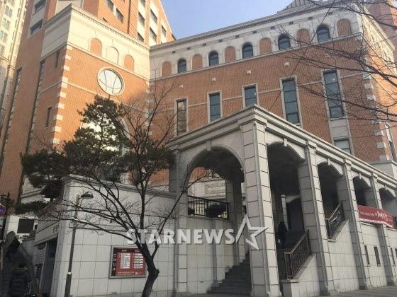 HOT: Ơn giời, nữ hoàng sắc đẹp Kim Tae Hee đã xuất hiện với váy ngắn trong đám cưới cực bí mật - Ảnh 7.