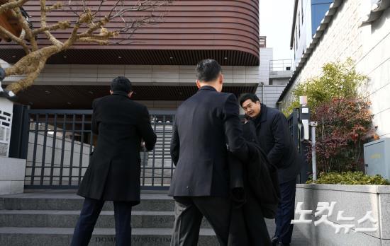HOT: Ơn giời, nữ hoàng sắc đẹp Kim Tae Hee đã xuất hiện với váy ngắn trong đám cưới cực bí mật - Ảnh 13.