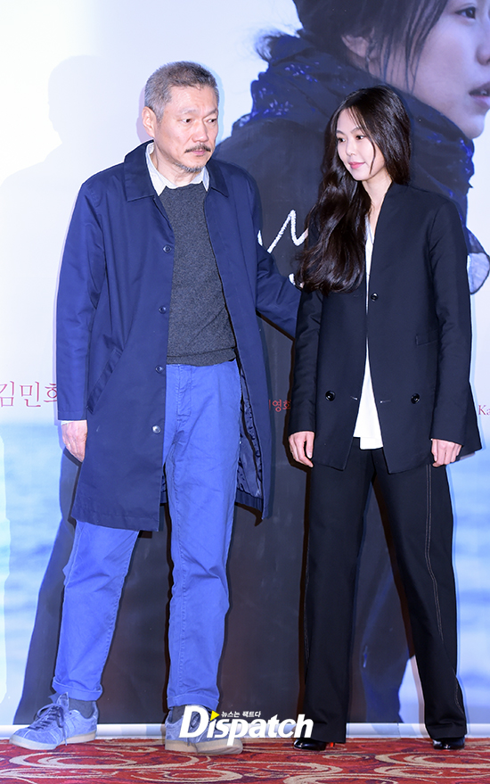 Sau khi bỏ vợ, đạo diễn già đeo nhẫn đôi và tỏ tình công khai với Kim Min Hee tại sự kiện - Ảnh 4.