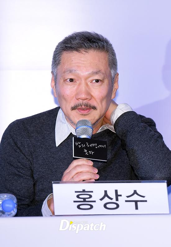 Sau khi bỏ vợ, đạo diễn già đeo nhẫn đôi và tỏ tình công khai với Kim Min Hee tại sự kiện - Ảnh 2.