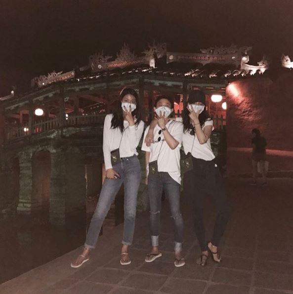 Mỹ nhân Seolhyun chứng tỏ thân hình chuẩn hơn chụp tạp chí qua ảnh du lịch Đà Nẵng - Ảnh 2.